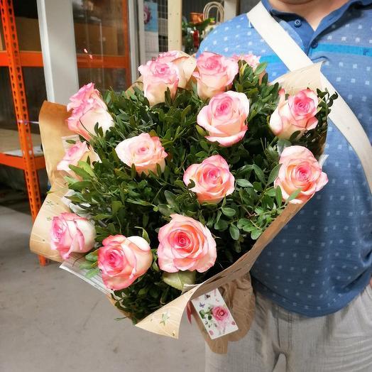 Букет 15 роз джумилия с оформлением: букеты цветов на заказ Flowwow