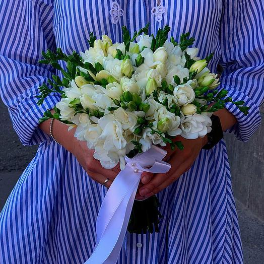 Свадебный букет из фрезий: букеты цветов на заказ Flowwow