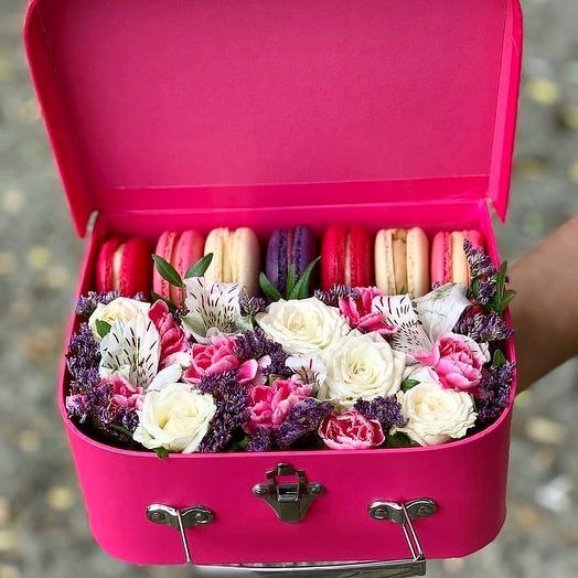 "Цветочная композиция""Чемодан"": букеты цветов на заказ Flowwow"