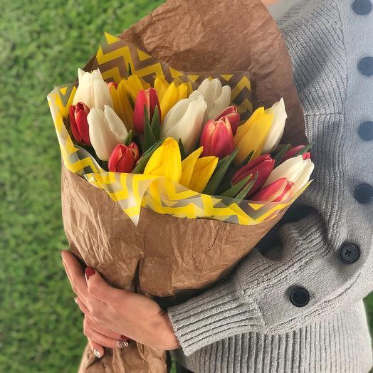 Яркий микс (23 тюльпана): букеты цветов на заказ Flowwow
