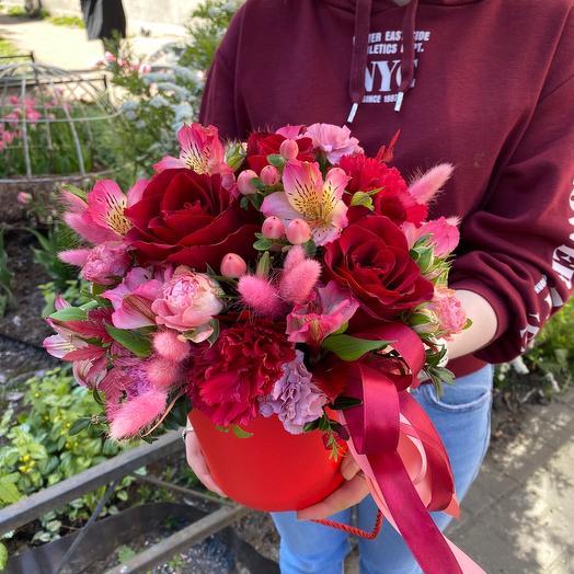 Коробка с цветами «Красный бархат»: букеты цветов на заказ Flowwow