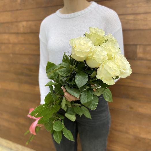 7 белых роз под ленту