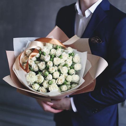 Букет из белых кустовых роз Сноу Флейк, 19 шт