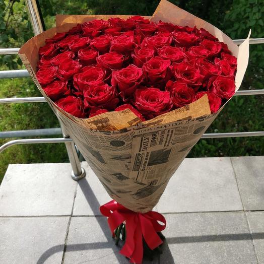 Букет 51 роза в крафтовой упаковке