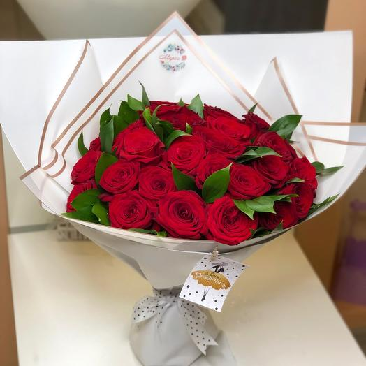 31 красная роза в шикарном оформлении