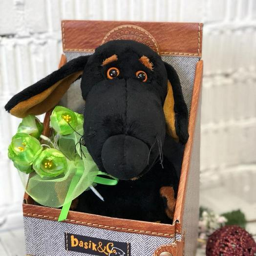 Собачка с букетом