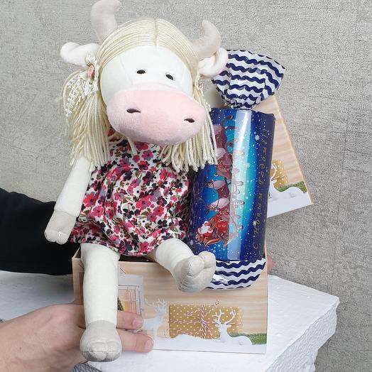 Коровка Варвара с подарком