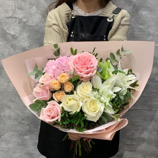 Роскошный букет с гортензией,пионовидной розой и лилией