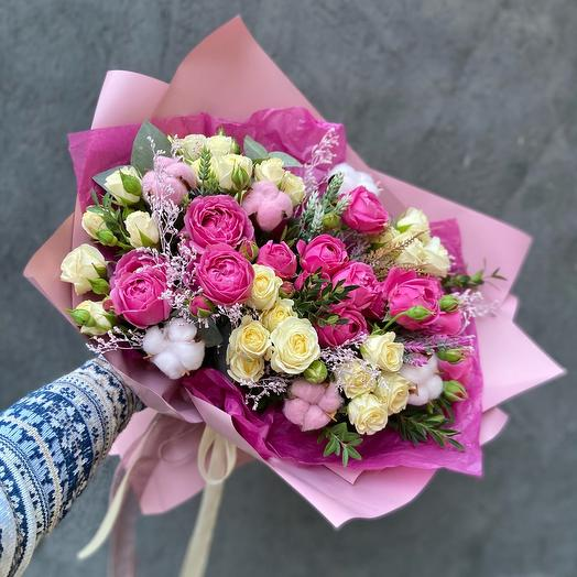 Авторский букет с пионовидными розами «Мисти баблс»