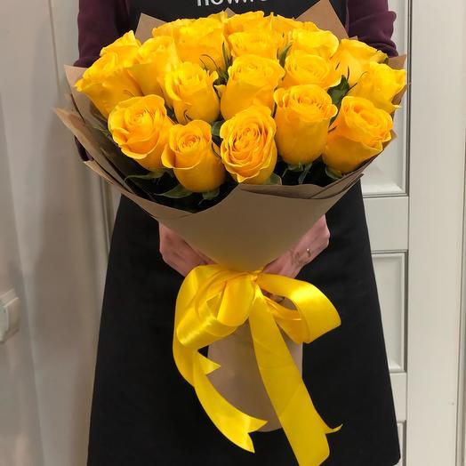 21 желтая роза в крафте