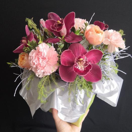 Волшебный букет с орхидеей и пионовидной розой
