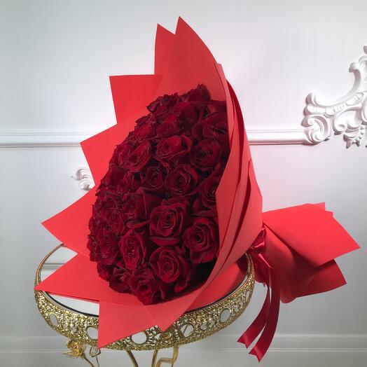 Букет из 51 красной розы(коробка конфет в подарок, условие в описании)