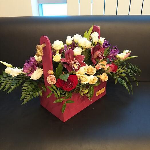 Подарочный ящик с цветами