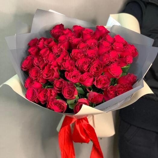 Букет из 51 розы 60 см в Дизайнерской упаковке