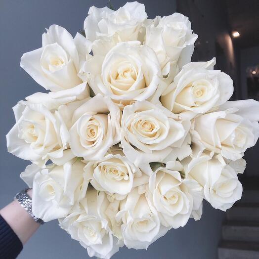Моно из 15 классических белых роз