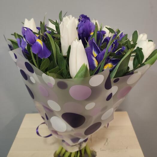 Букет из тюльпанов с ирисами