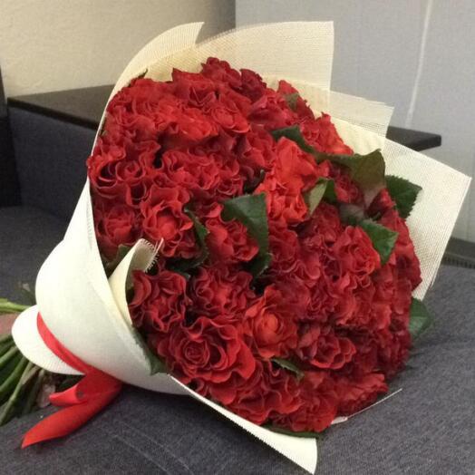 Букет красных кружевных роз