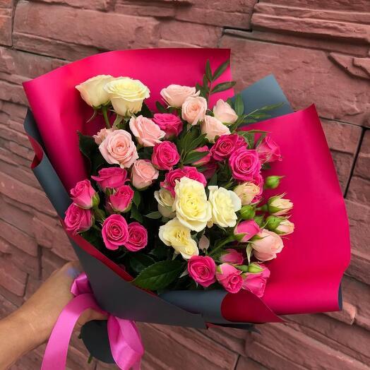 Букет комплимент кустовые розы