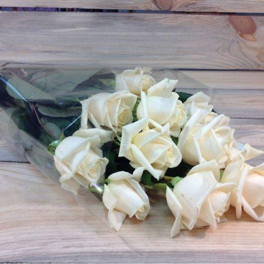 9 кремовых роз в упаковке