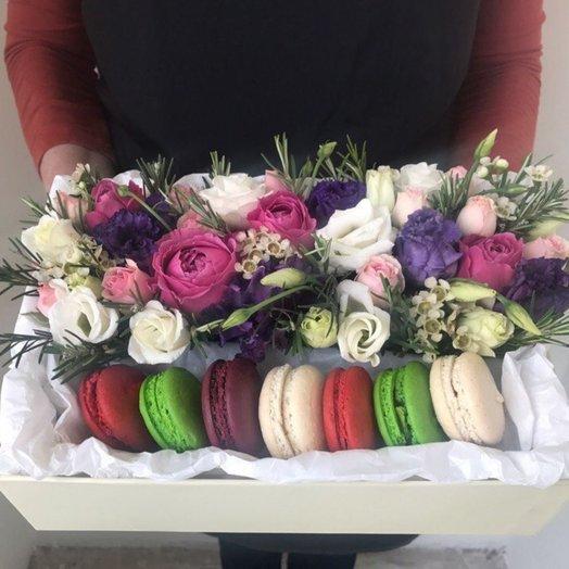Коробочка с макаронс: букеты цветов на заказ Flowwow