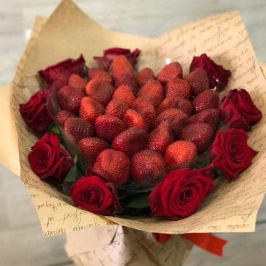 Клубничное бордо: букеты цветов на заказ Flowwow