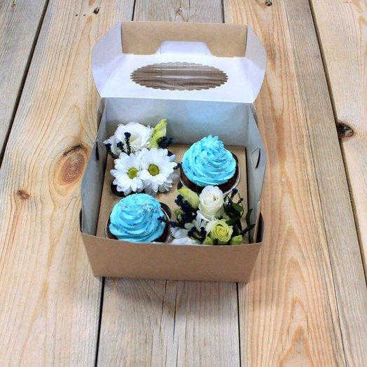 Цветочный микс и 2 капкейка: букеты цветов на заказ Flowwow