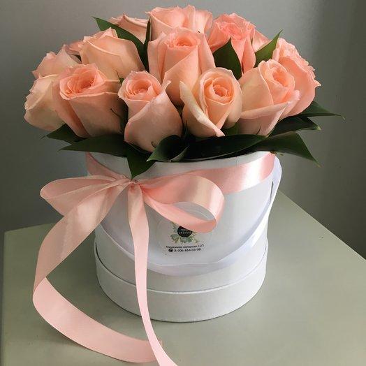Розы в шляпной коробке: букеты цветов на заказ Flowwow