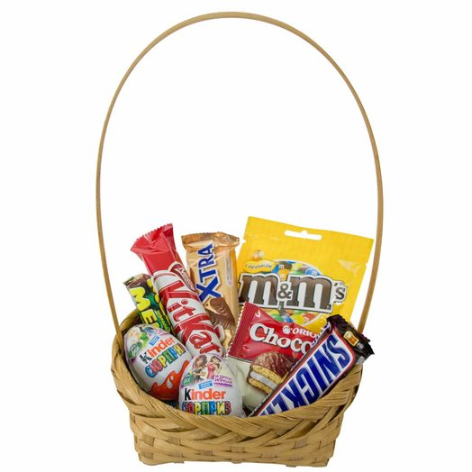 """Basket """"sweet tooth"""" small. Code 180125: flowers to order Flowwow"""