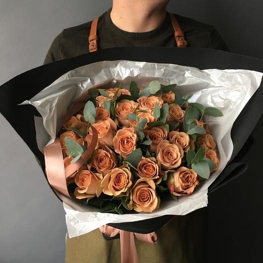 Роза капучино с веточками эвкалипта