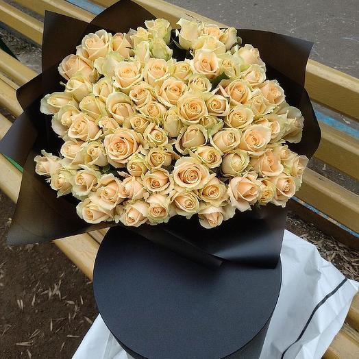 Белые розы в черном коробе: букеты цветов на заказ Flowwow