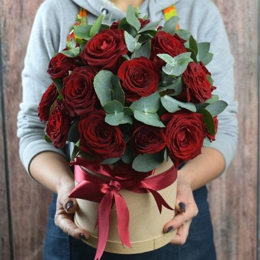 Шляпная коробка с розами Гран При: букеты цветов на заказ Flowwow
