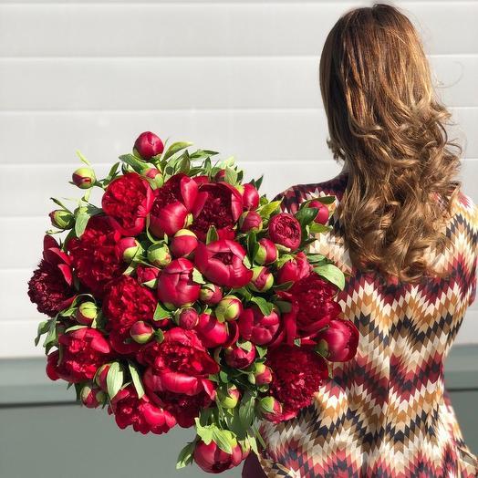 "Букет из 49 красных пионов ""Red Charm"": букеты цветов на заказ Flowwow"