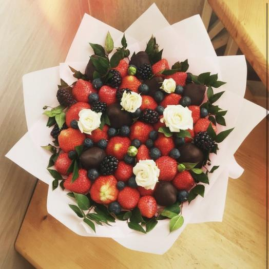 Клубничный букет «сантропе»: букеты цветов на заказ Flowwow