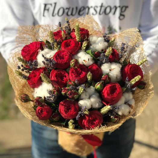 Букет из пионовидной розы Ред Пиано и микс сухоцветов. N611
