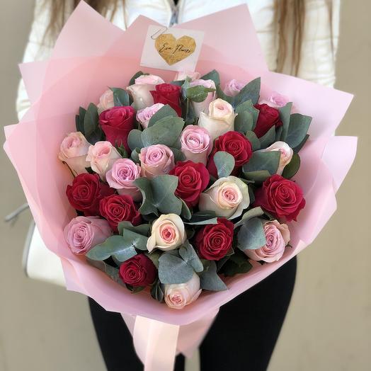 29 роз с эвкалиптом: букеты цветов на заказ Flowwow