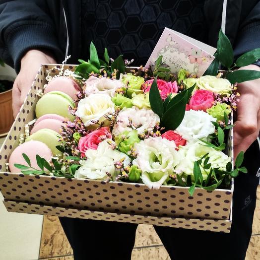 Сладкий сюрприз в боксе в горошек: букеты цветов на заказ Flowwow