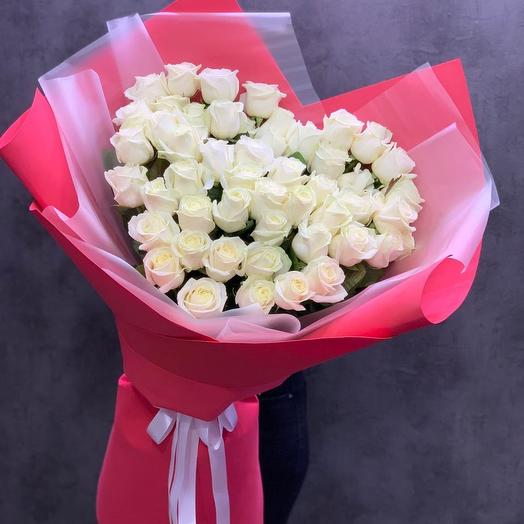Сердце из 51 Белой розы: букеты цветов на заказ Flowwow