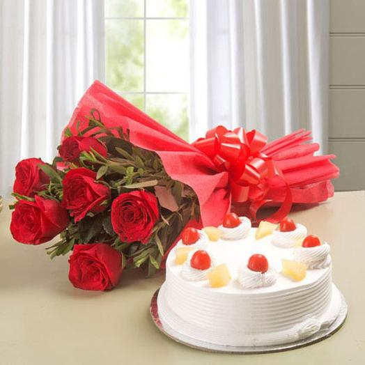 Set of 7 roses with greenery and fresh cake 800 g