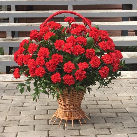 Корзина с гвоздиками: букеты цветов на заказ Flowwow