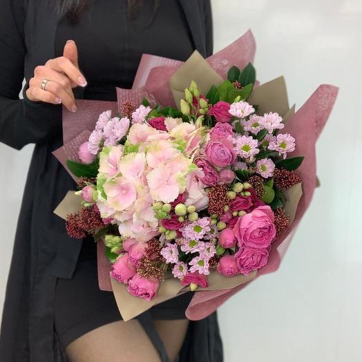 Букет с розовой гортензией и пионовидными розами: букеты цветов на заказ Flowwow