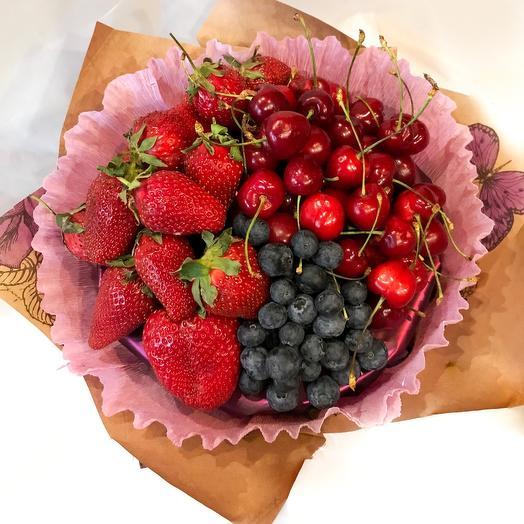 Букет из сезонных ягод: букеты цветов на заказ Flowwow