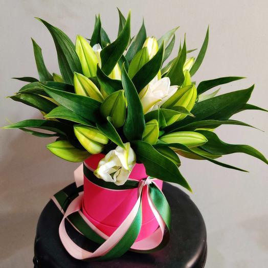Шляпная коробка с лилиями