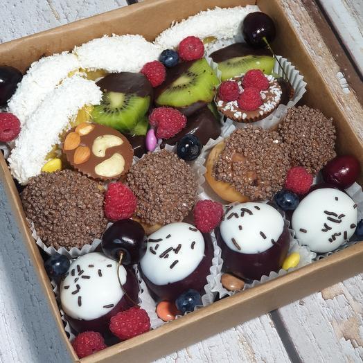 Набор фруктов в шоколаде