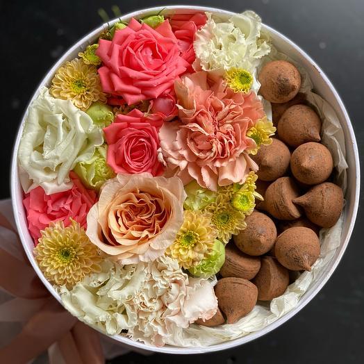 Цветы в коробке с трюфелями