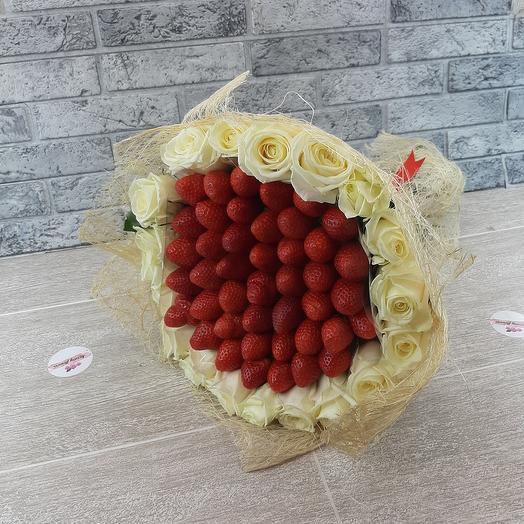 Розы с клубниками