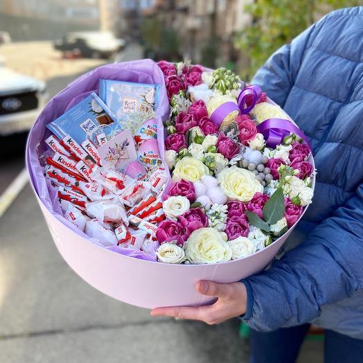 Цветы и сладости в коробке размер XXL
