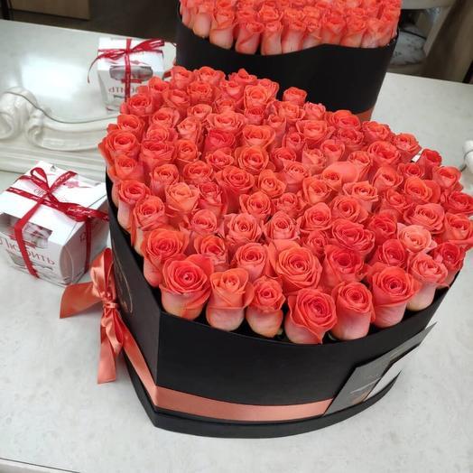 Цветы в коробке-сердце