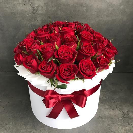 47 роз в коробке