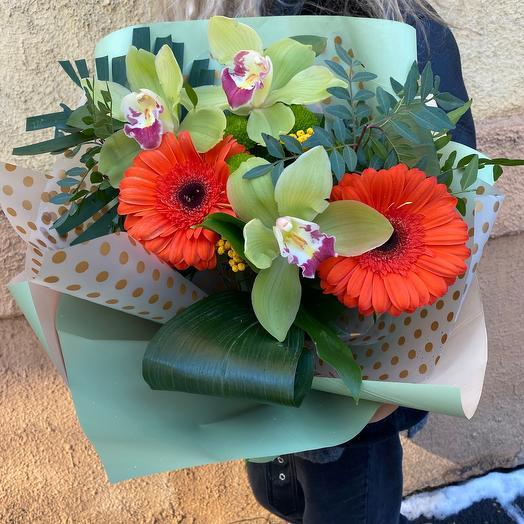 Букет с герберами и орхидеей