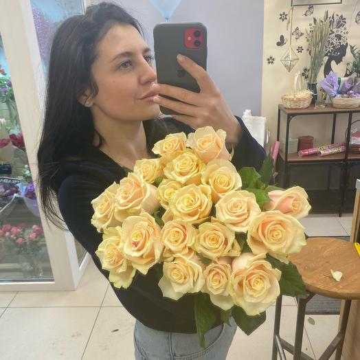 Охапка ароматных садовых Роз 19 штук